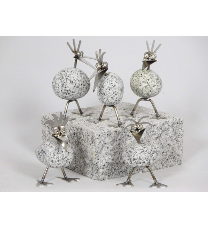 Steinvogel Küken stehend ca.13cm hoch aus Granit und Edelstahl